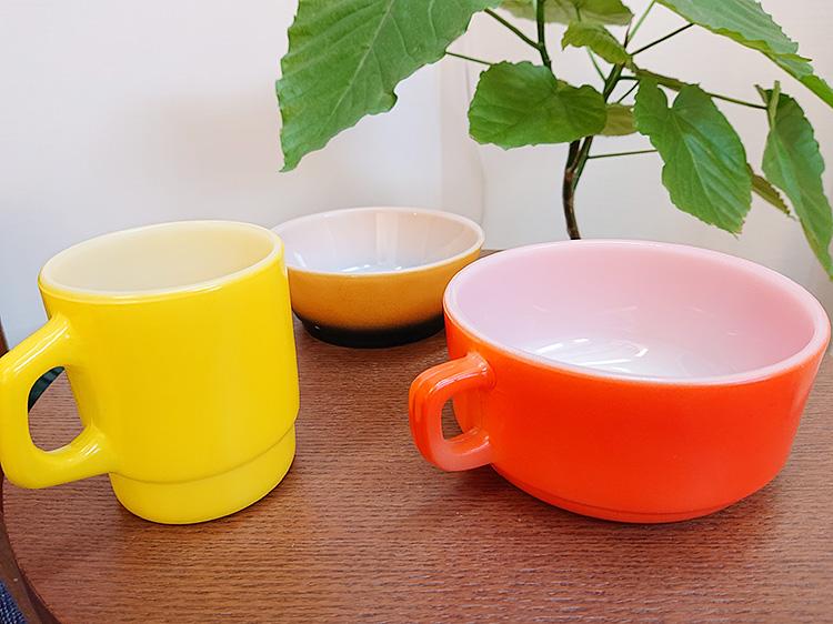 ファイヤーキング スープ シリアルボウル 茶/黒、スープマグ 赤、スタッキングマグ 黄